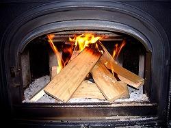 バーベキューの薪に火を付けやすくする裏ワザ!