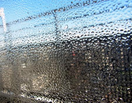窓の結露を防ぐ方法