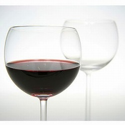 赤ワインをシャツにこぼしてしまった時の裏ワザ!